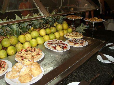 Питание в отеле приличное, но, конечно, на уровне трехзвездочной гостинцы..