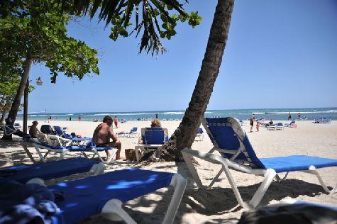 Пляж у отеля собственный, достаточно большой и чистый.. но главное здесь море!