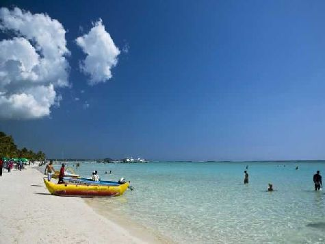 Вас ждет чистое море и белоснежный пляж.. Однако некоторые туристы считают, что здесь не самое красивое море в Доминикане
