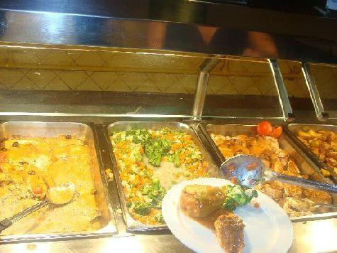 Питание в отеле приличное, а можно поужинать бесплатно и в  ресторане 'аля кард', записаться куда, правда, нужно заранее