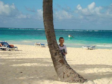 Кроме прекрасного климата, невероятно красивой природы Вас обрадует и прекрасный пляж.. кстати лежаки и прочие аксессуары здесь бесплатные