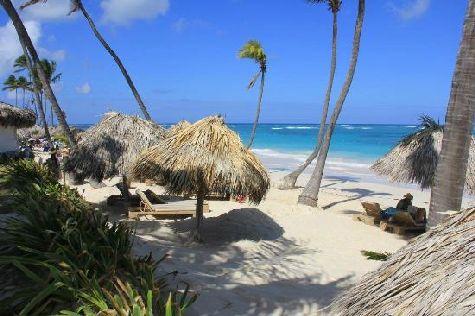 На пляже Вас ждет белоснежный песок и фантастически красивый океан