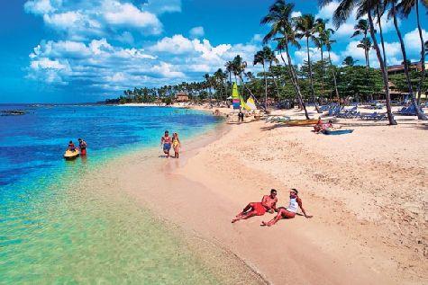 Отель имеет удивительно красивый пляж протяженностью около полукилометра и чудесные сады с тропическими растениями