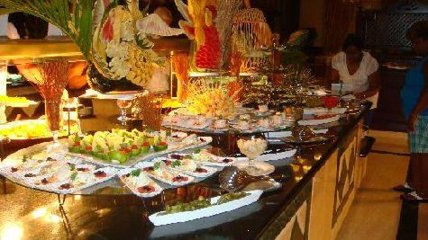Вас ждут вкуснейшие манго и ананасы, морепродукты, несколько видом мяса и изысканный десерт!