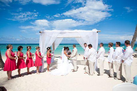 Свадьба может быть как символической, так и официально.. В чем Вы можете быть уверенными, так это в том, что она будет незабываемой!