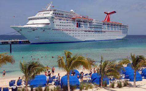 Круизных туристов на Доминикане становится все больше