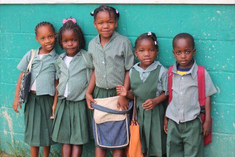 В Доминикане школу посещают в специальной форме, которую нужно приобрести