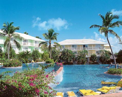 Отель Excellence мы поставили в конце списка, так как по нему встречаются неоднозначные отзывы.. В общем, доверяй, но проверяй.. не забывайте читать отзывы по отелям самостоятельно!