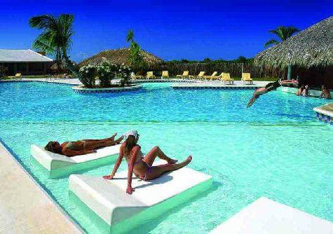 Отели Пунта-Кана 5 звезд в своем большинсвте расположены в тенистых пальмовых зарослях непосредственно вдоль побережья