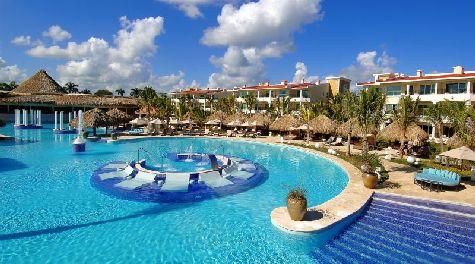 Пунта-Кана - это небольшой городок с бесконечной береговой линий, плотно застроенной невысокими уютными пятизвездочными отелями