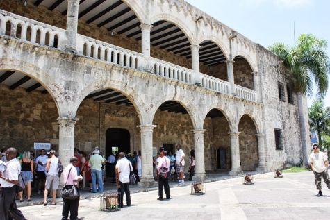 Этот дворец был возведен сыном Христофора по имени Диего в роли губернаторской резиденции